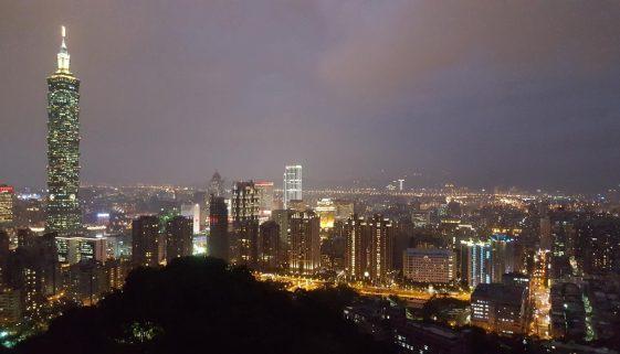 Elephant Mountain Hike Epic viw of Taipei Skyline Taiwan