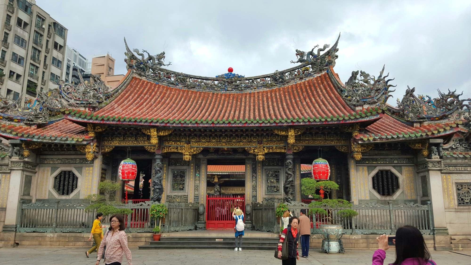 Mengjia Longshan Temple Taipei Taiwan 2