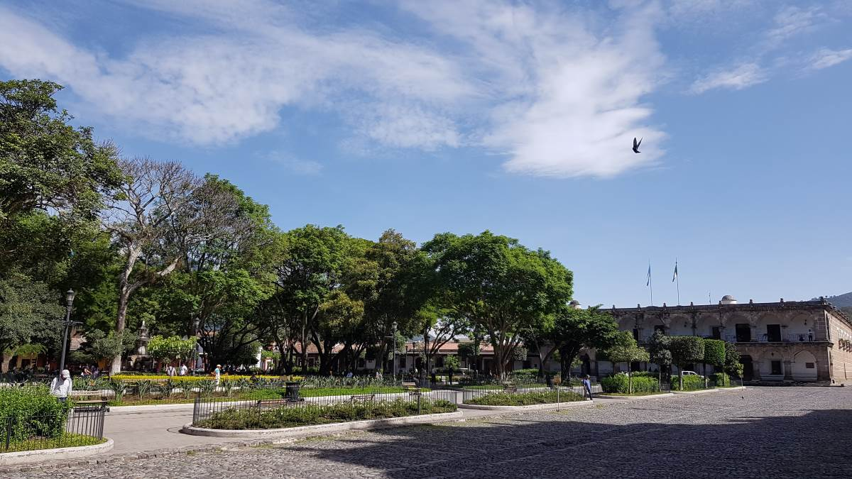 things to do antigua guatemala parque central 2