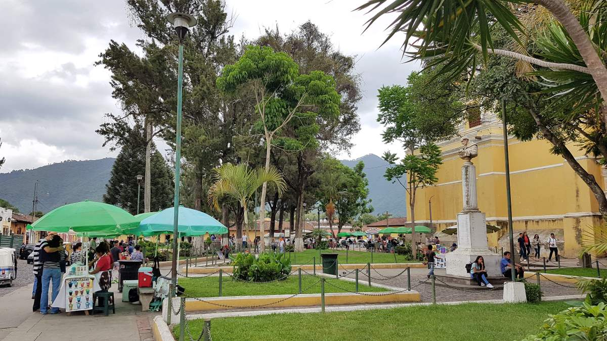 things to do eat antigua guatemala Parque La Merced