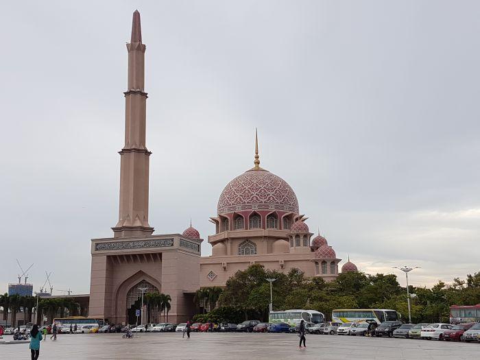 kuala lumpur city guide Things to do Kuala Lumpur Malaysia Putra Mosque
